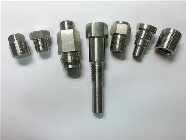 висококачествени машинни скрепителни елементи от неръждаема стомана, изработени от CNC обработка